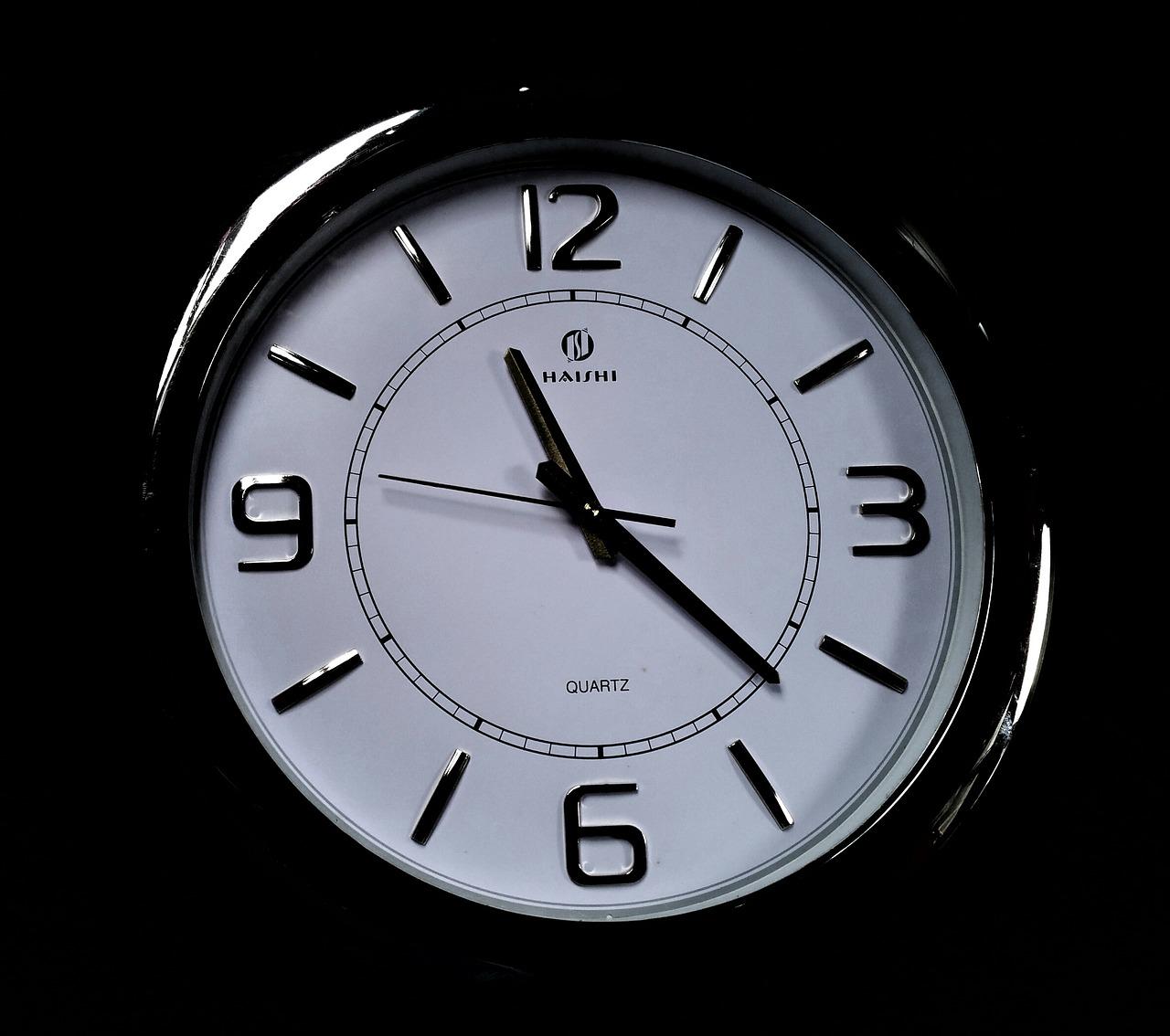 11時22分を指してる時計