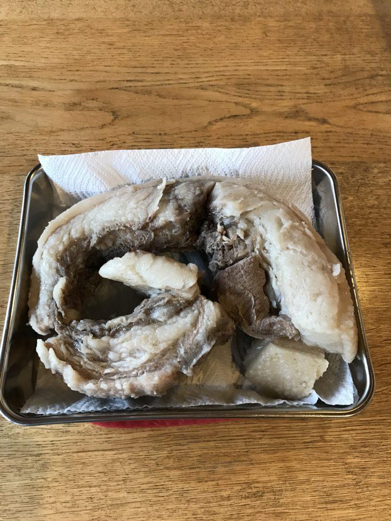 イノシシ肉を水煮して冷ましたもの