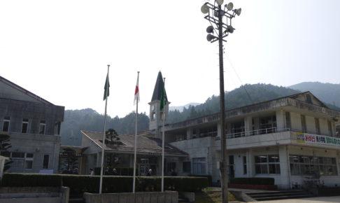 松野南小学校の外観