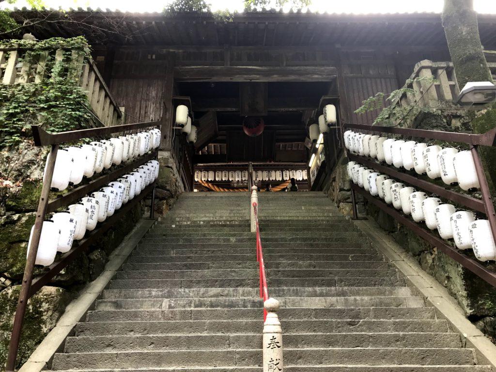 吉備津神社本殿手前の階段