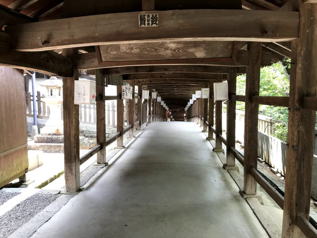 吉備津神社の廻廊の入り口