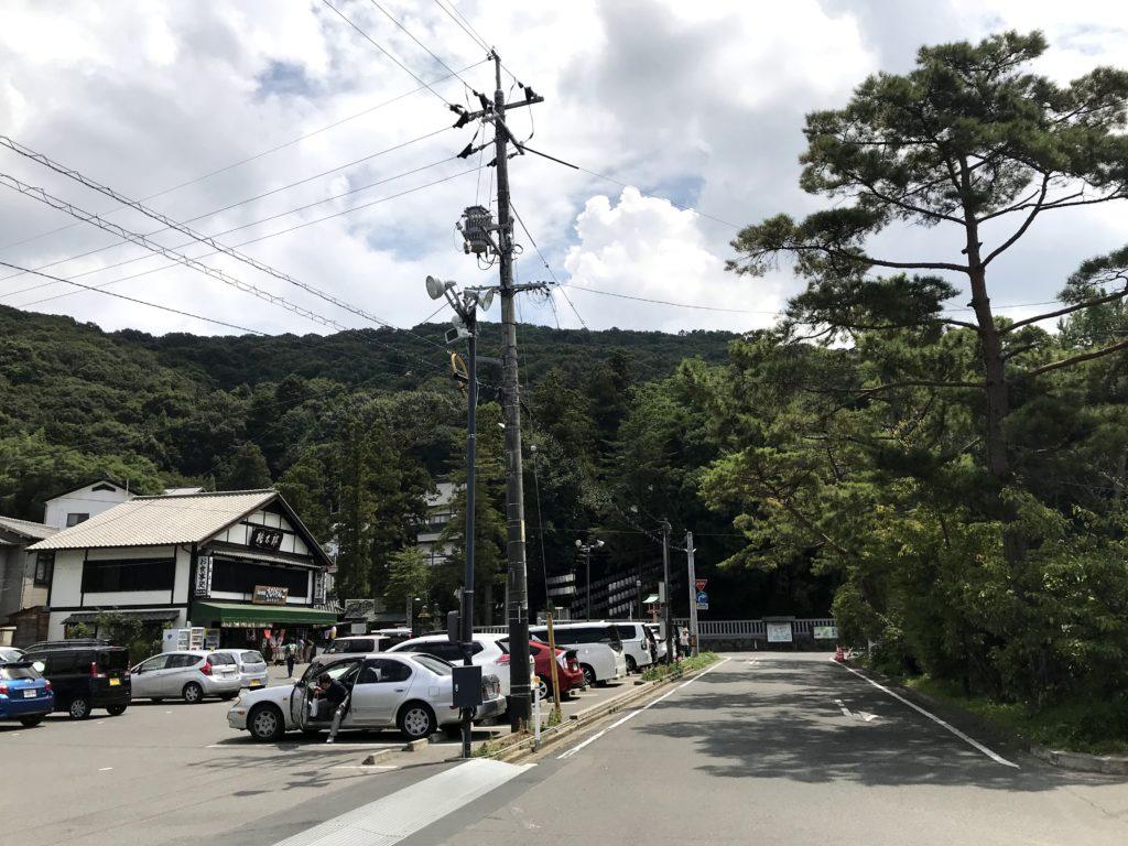 吉備津神社の駐車場入り口