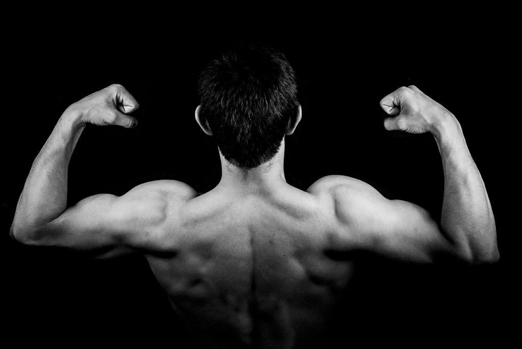 筋肉隆々の背名