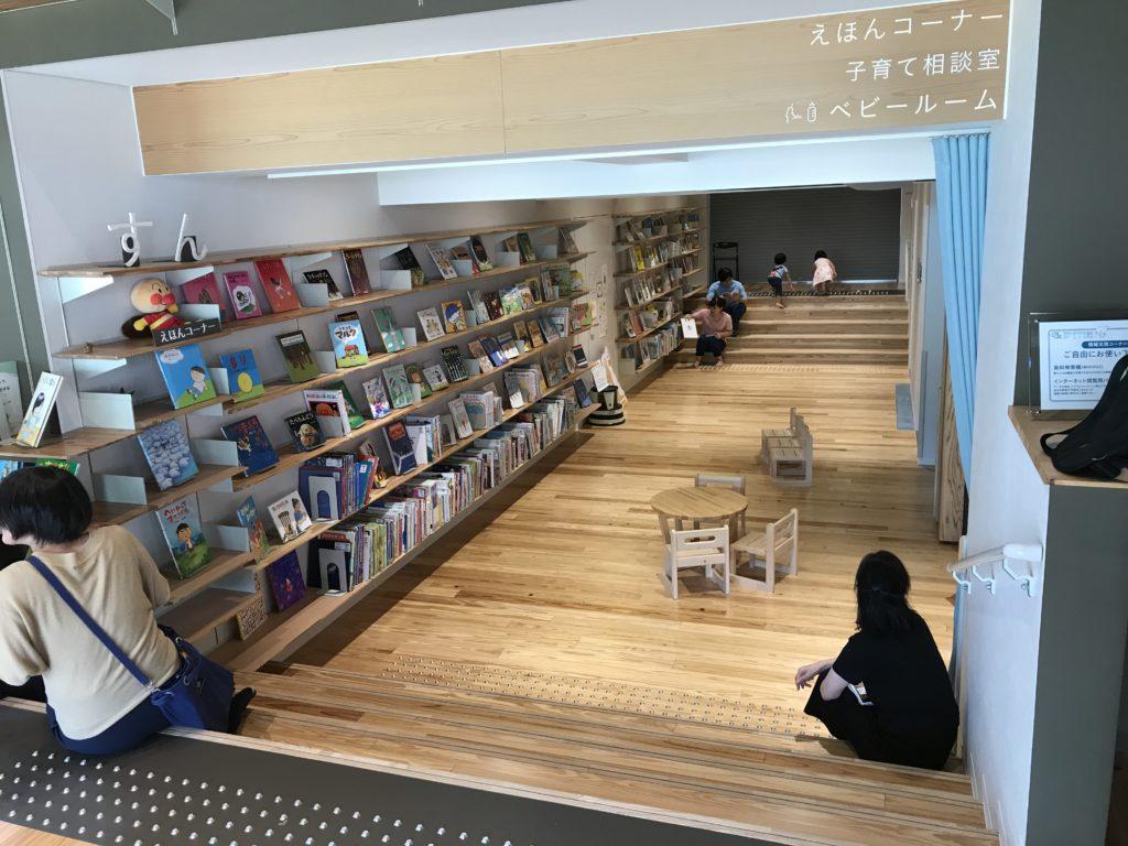 ゆすはら雲の上の図書館のえほんコーナー