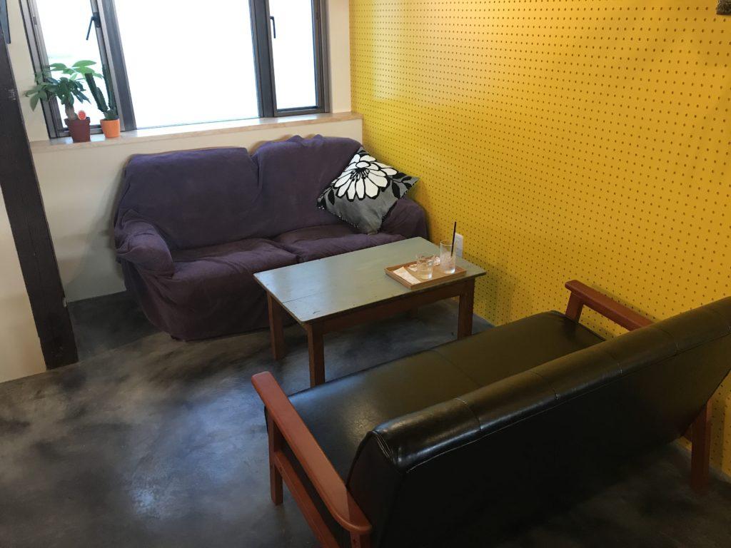 samcoupeのお店のソファー席