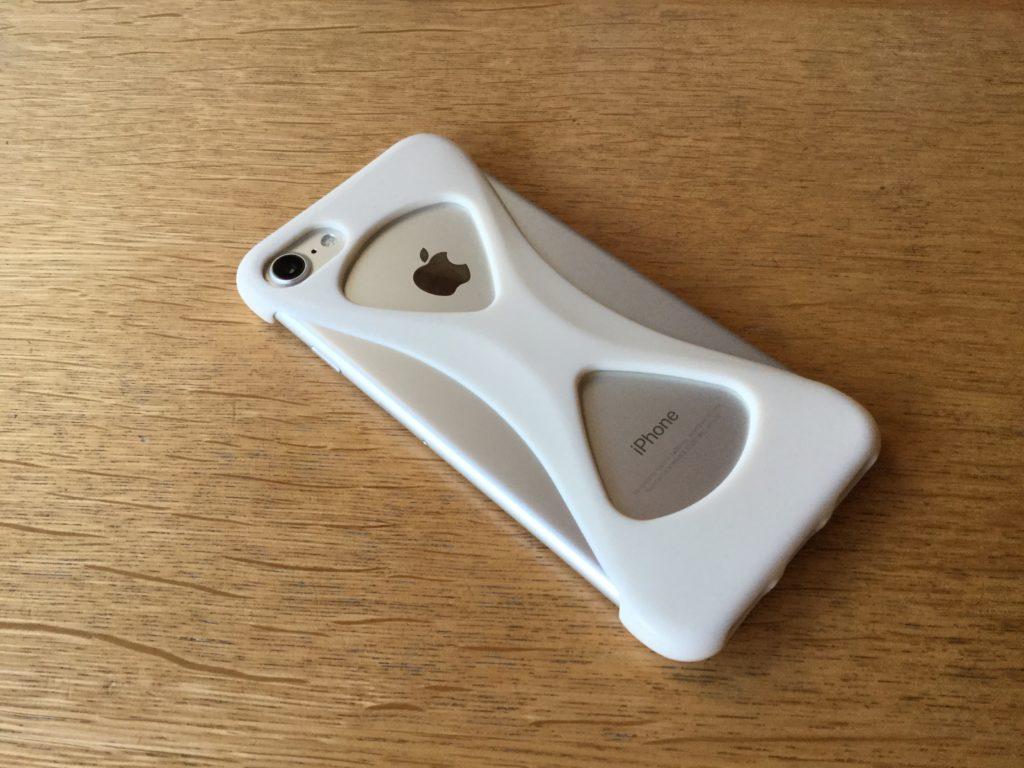 スマホケースの【Palmo】を装着したiPhone7の背面側