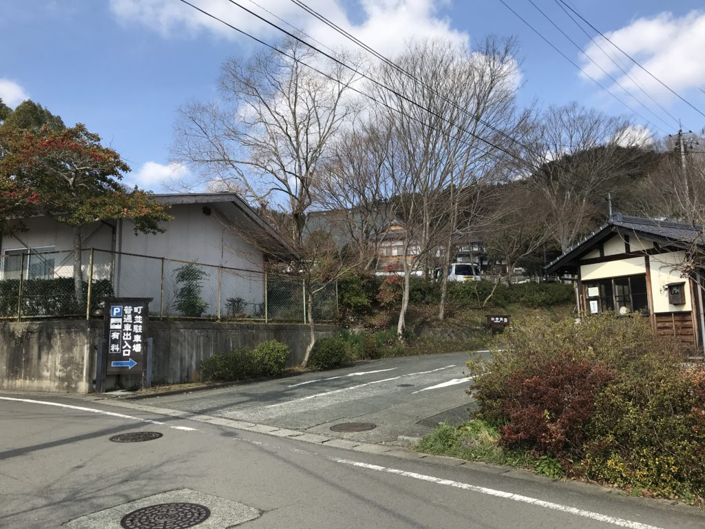 内子町護国駐車場入り口付近