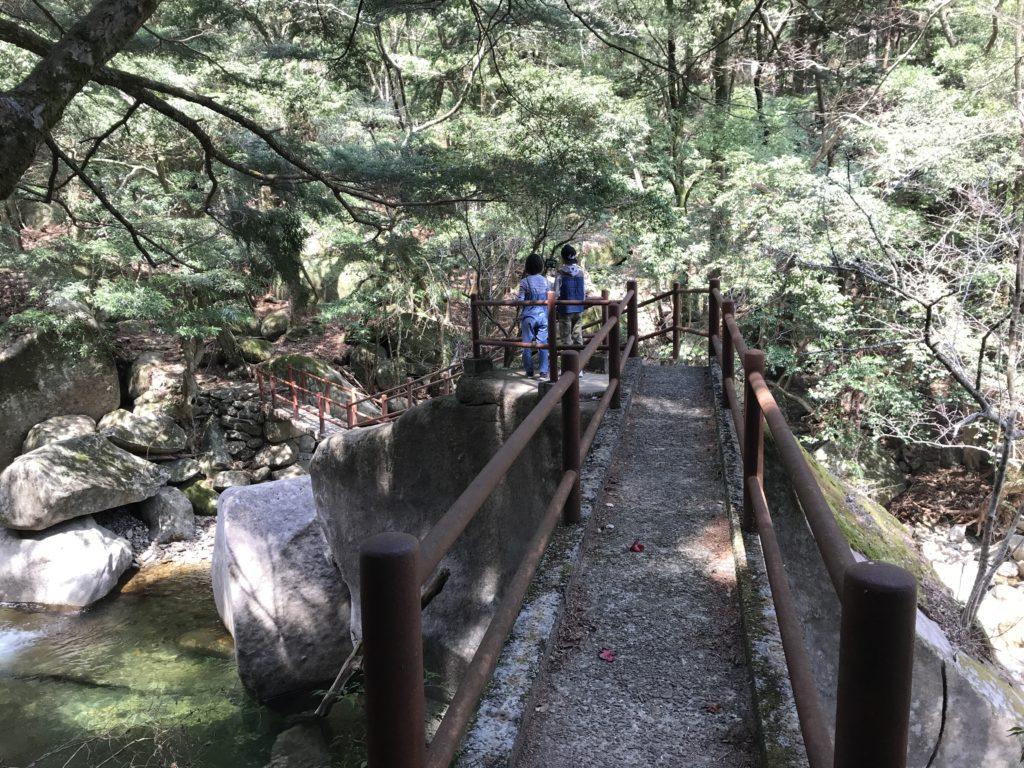 【滑床渓谷】の探勝歩道の橋