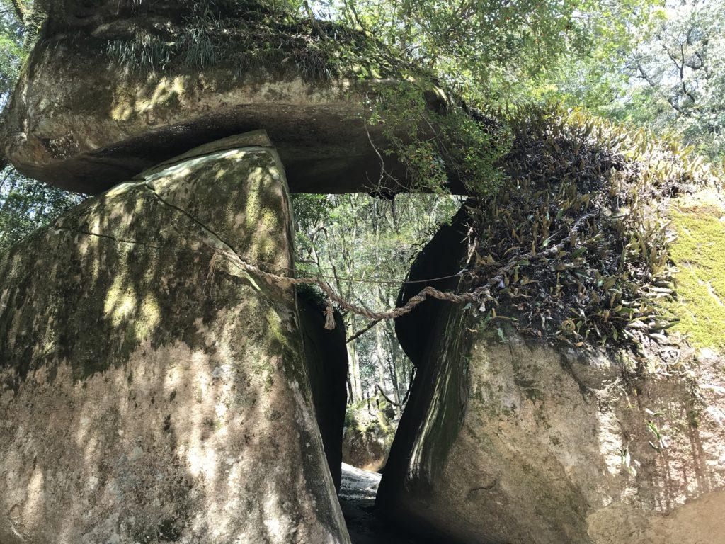 【鳥居岩】の様子