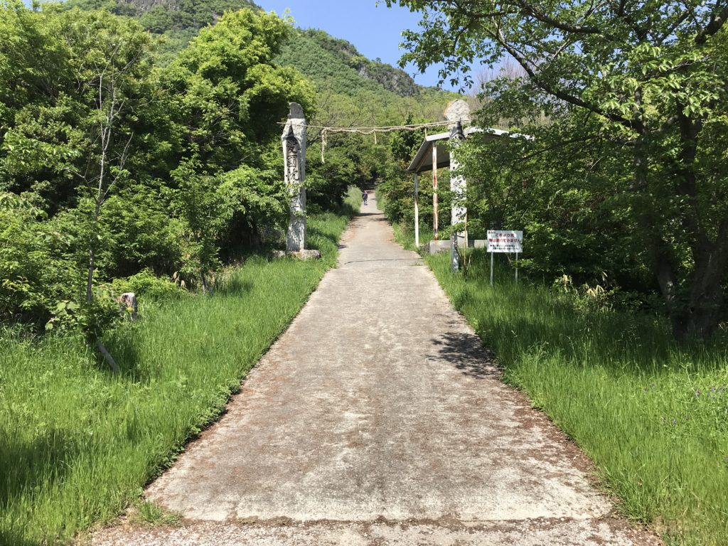高屋神社【天空の鳥居】への入り口の鳥居