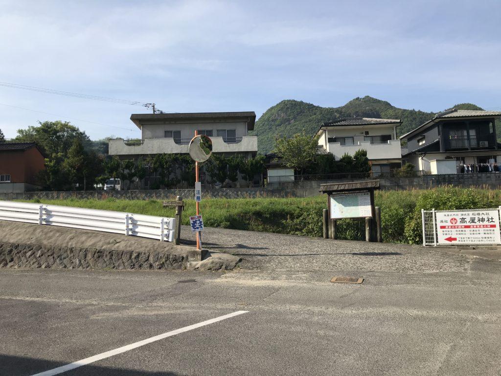 【高屋神社】の入り口の風景