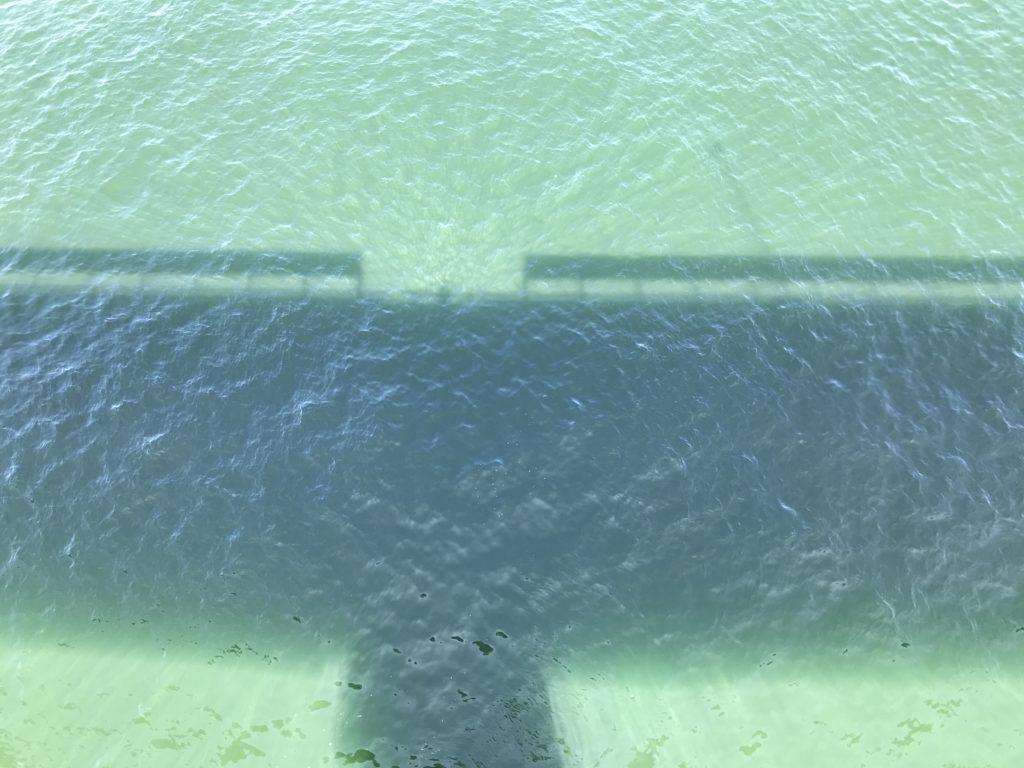 九島大橋』の橋上からの真下海面までの眺め