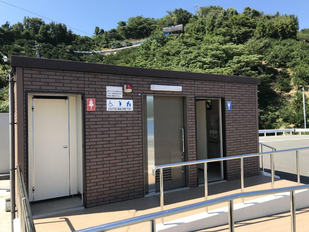 【九島】に渡ってすぐの所にあるトイレ