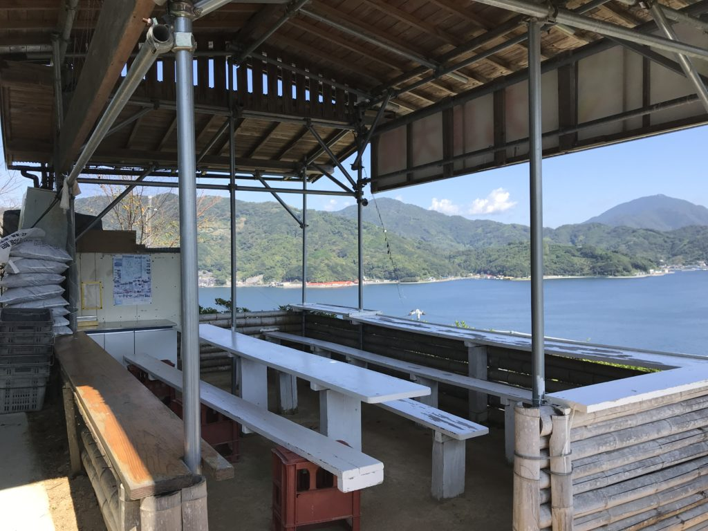 【九島】の島民有志で設置された休憩所