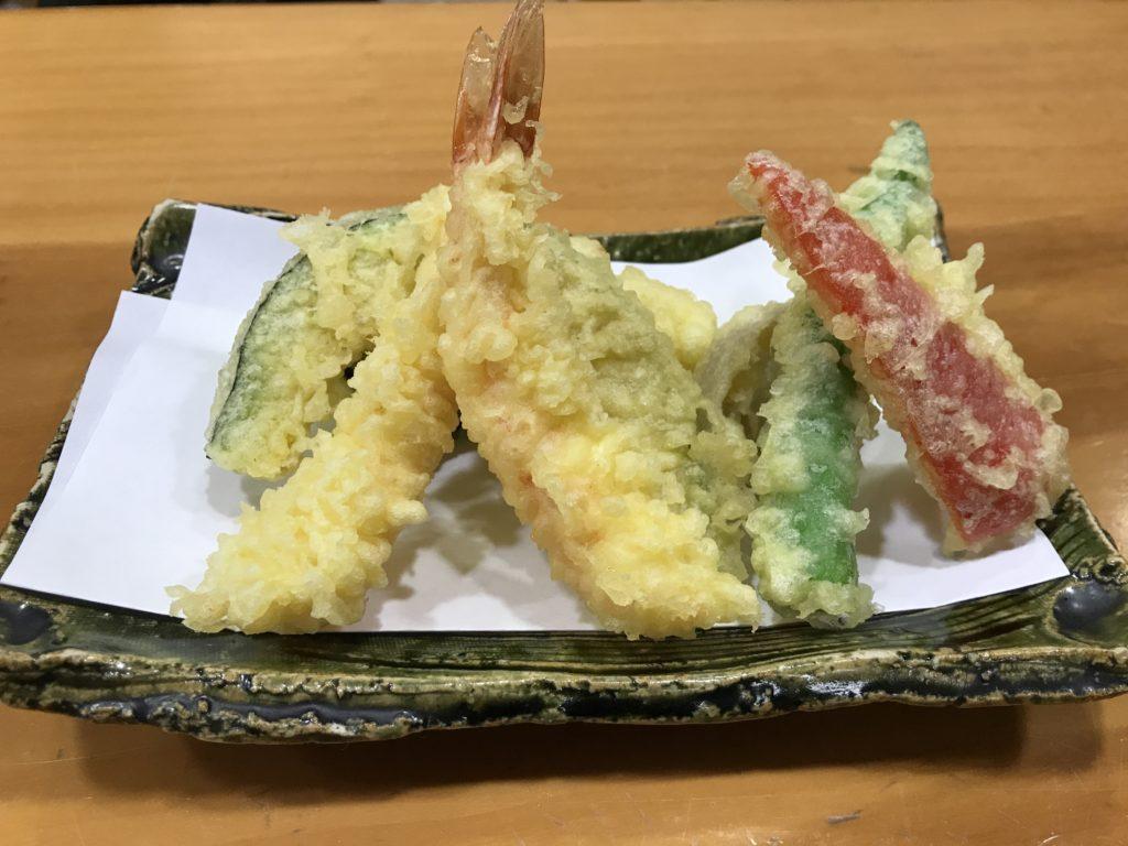 『蕎麦まえの』の【天ぷらせいろ】の天ぷら盛り合わせ