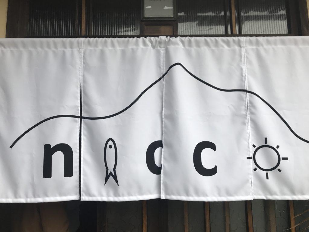 『nicco』のお店の暖簾
