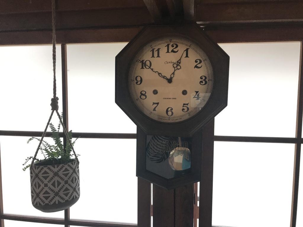『nicco』の店内の振り子の古時計