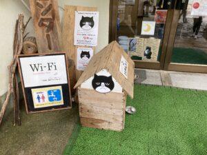 『万年荘』の猫【なめ】の小屋